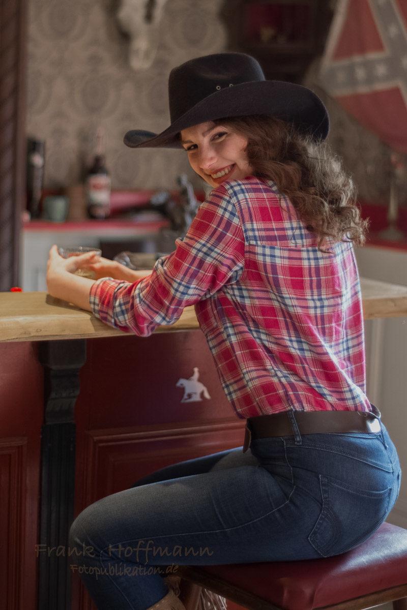 Schönes Westernporträt im Saloon.