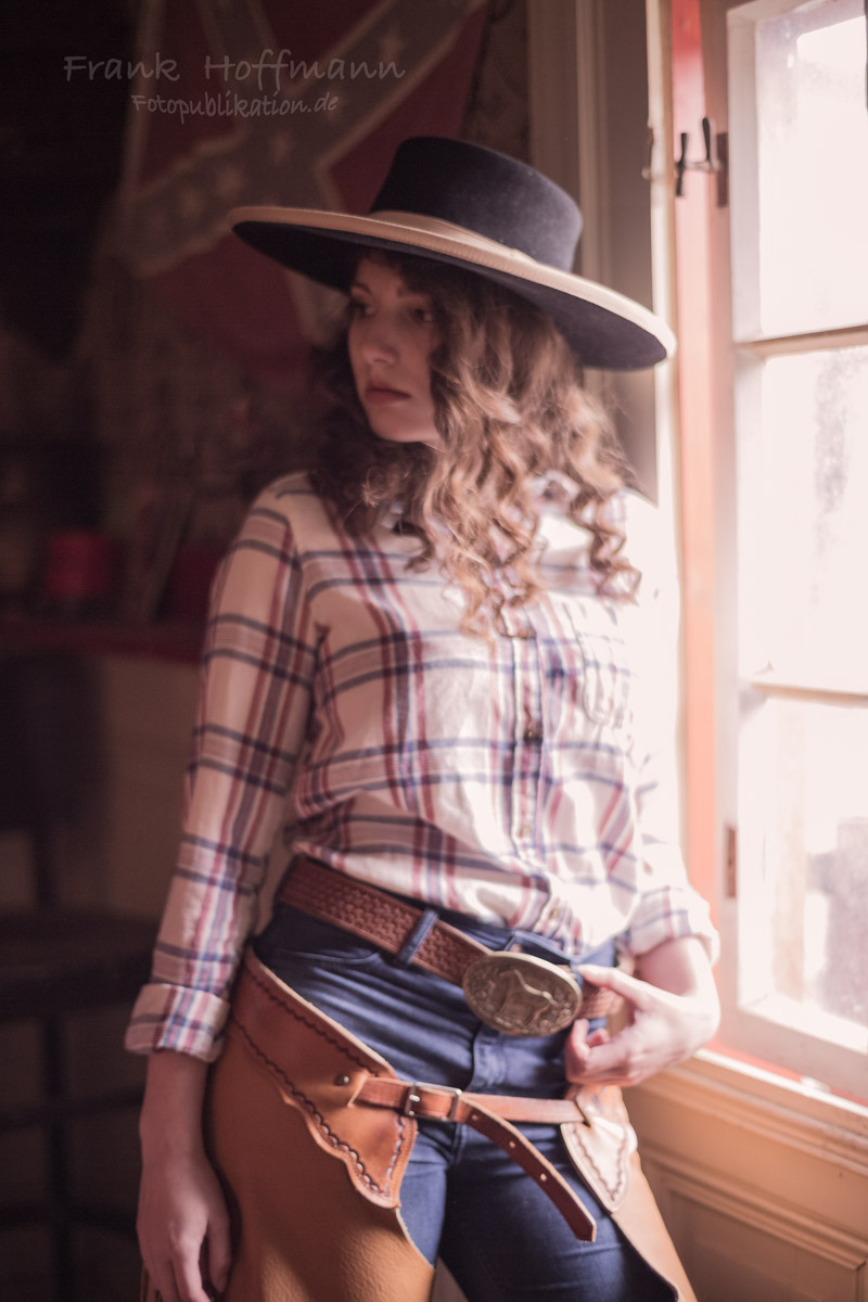 Model Carolin bei Western Foto Termin mit Frank Hoffmann NRW.