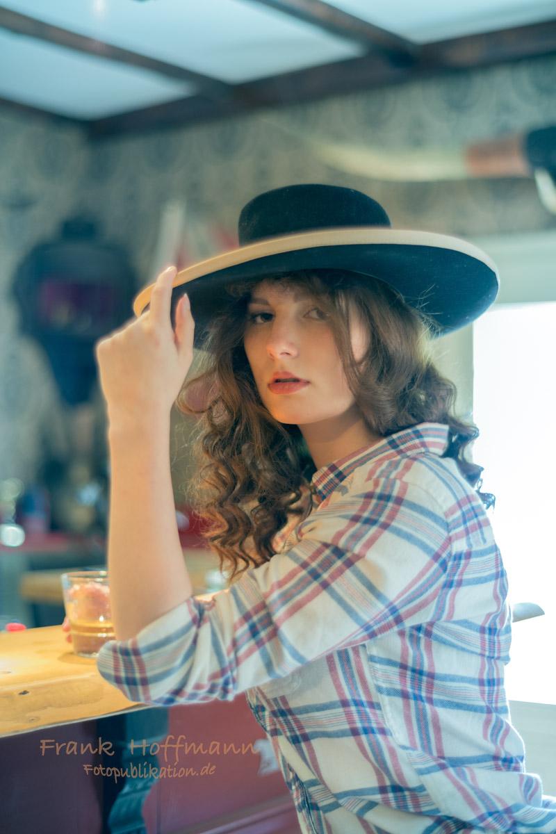 Model Caroline im Sallon beim Themen Fotoshooting in NRW.