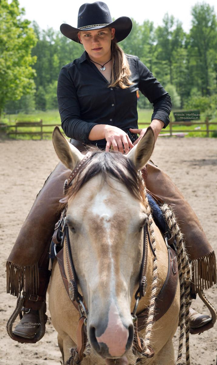 Pferdefachwirtin Silvia Woelk auf Heza Power Jack.