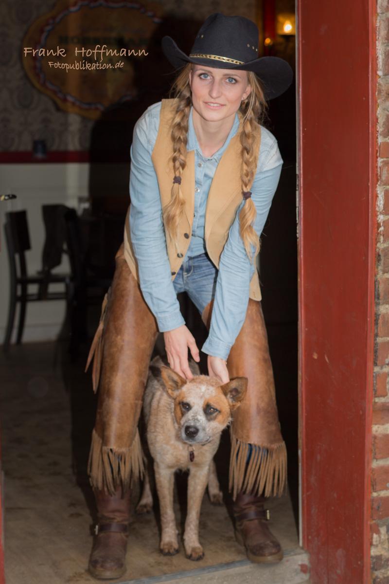 Themen Cowgirl Porträt Foto Shooting mit Karolin Vossbeck und fotopublikation.de aus NRW.