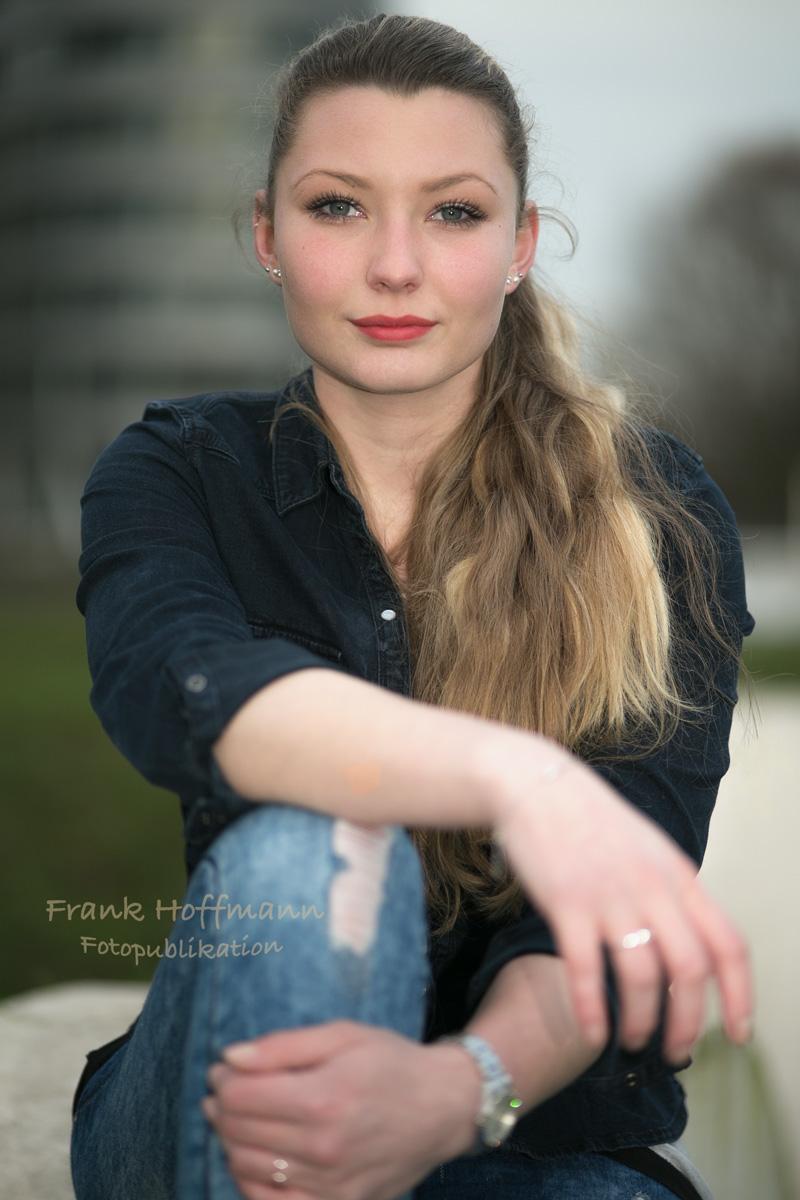 Oberknaller Portrait von Celina aus Duisburg. Foto und Retusche von Frank Hoffmann aus NRW.