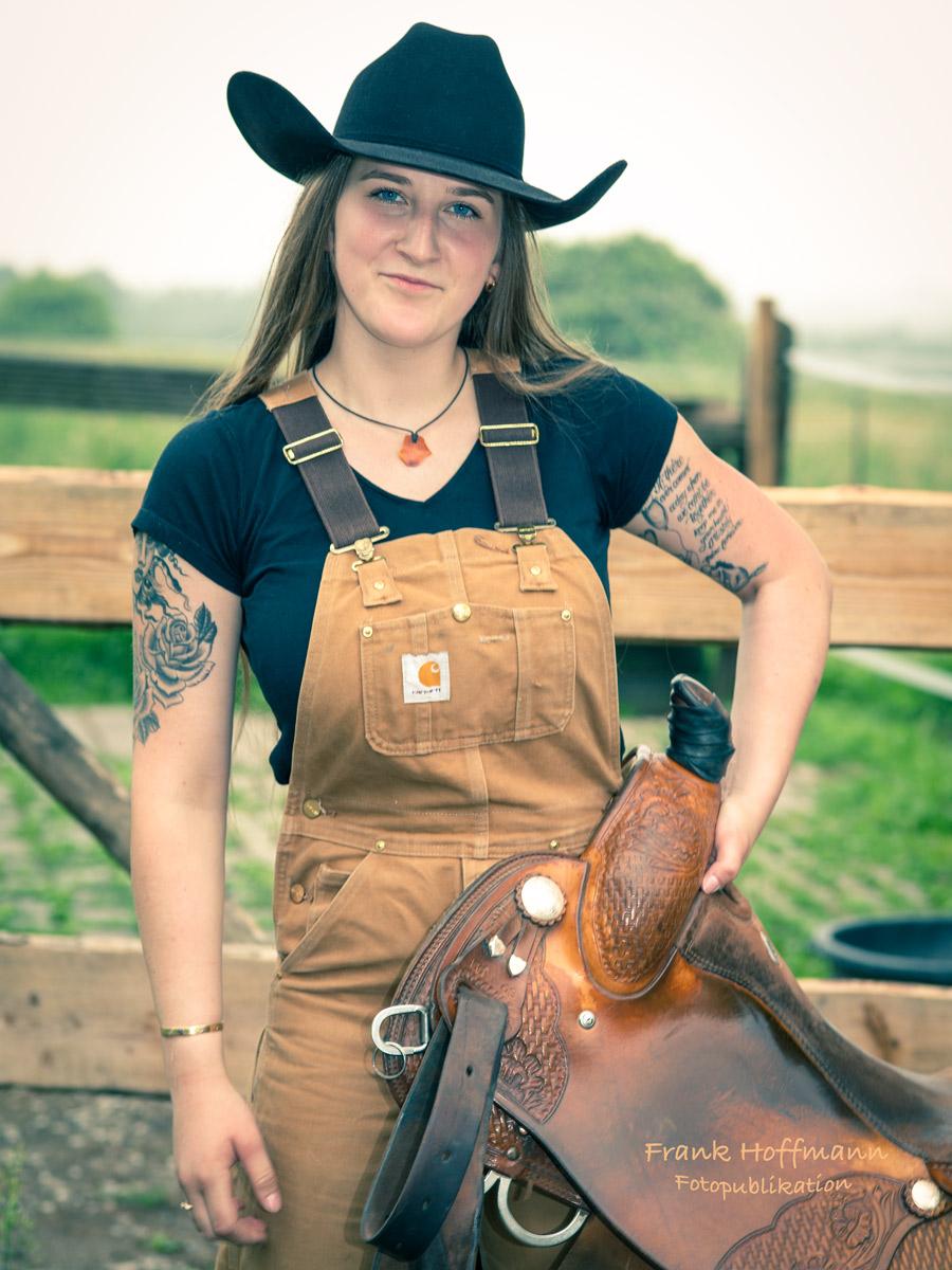 Western Cowgirl Shooting in West Germany. Im Bild Lara Kneblewsky
